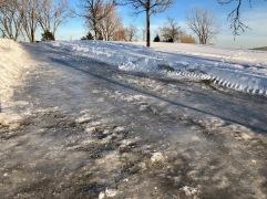 La côte glacée de l'entrée par le parc Champdoré