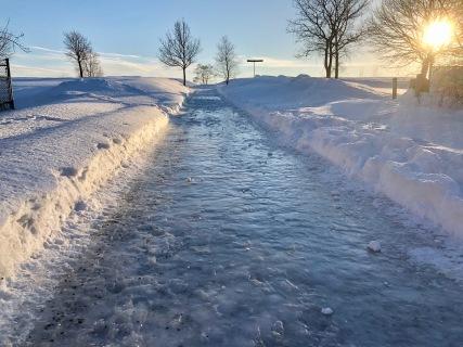 L'entrée Legendre est aussi une patinoire! Le parc est inaccessible à cet endroit sans crampons!