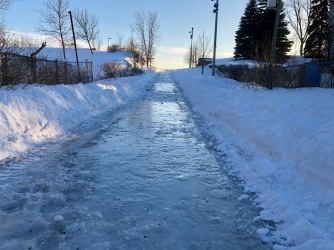 La côte de l'entrée Émile-Journault est une vrai patinoire!
