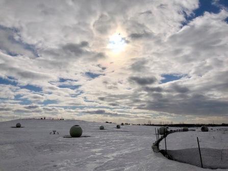 Transit solaire sur paysage glacé