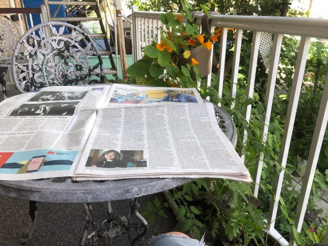 Lire je journal le dimanche / read newspaper on Sunday