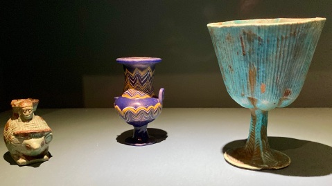 Cosmetic vessels