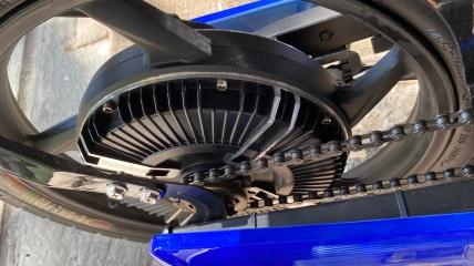 roue arrière / moteur / chaine d'entrainement du pédalier